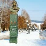 Бюст летчика-космонавта Леонова, ул.Весенняя