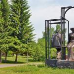 Скульптурная композиция «Двое в пространстве»