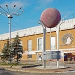 """Памятник русскому хоккею возле стадиона """"Химик"""""""