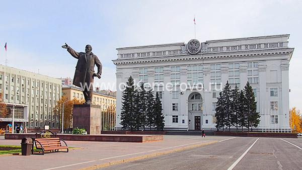 Площадь Советов, здание областной администрации