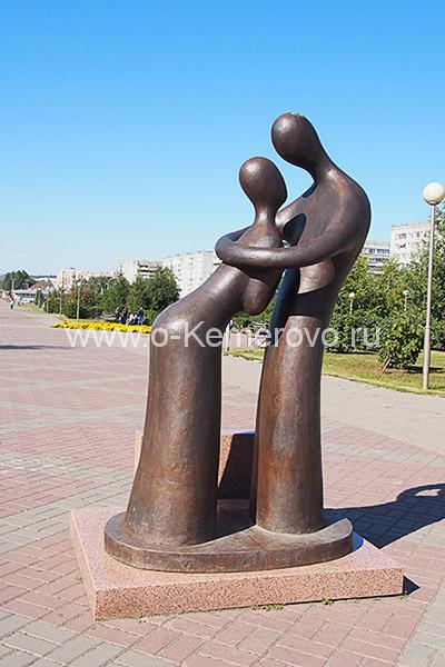 """Скульптура """"Он и она"""""""
