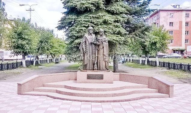 Памятник святым Петру и Февронии, г.Осинники, Кемеровская область