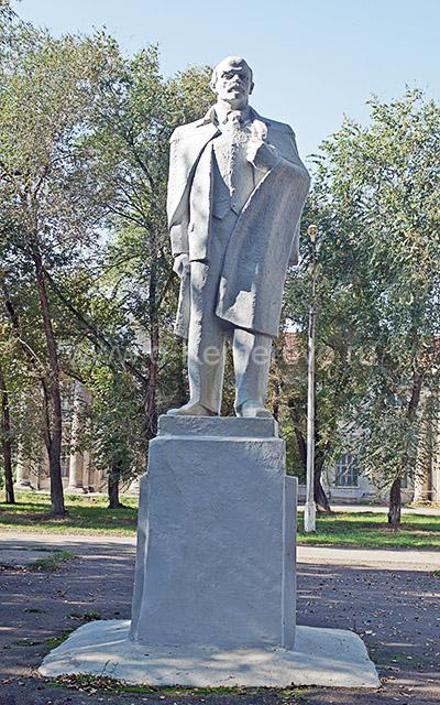 Памятник Ленину у АО Химпром