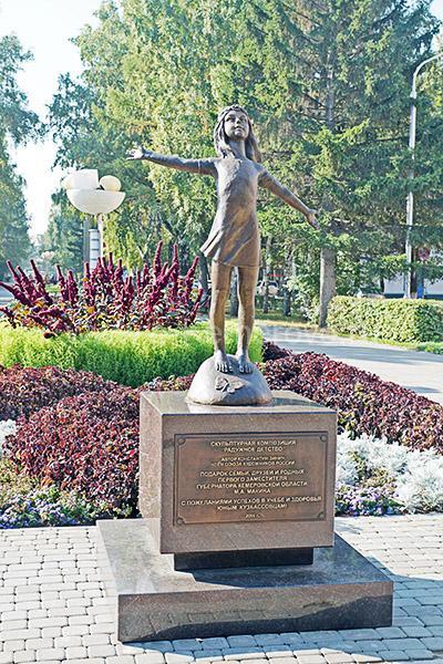 """Скульптура """"Радужное детство"""" в Кемерово"""