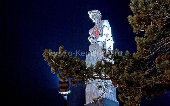 Семь чудес Кузбасса, Монумент «Память шахтёрам Кузбасса» в ночной подсветке