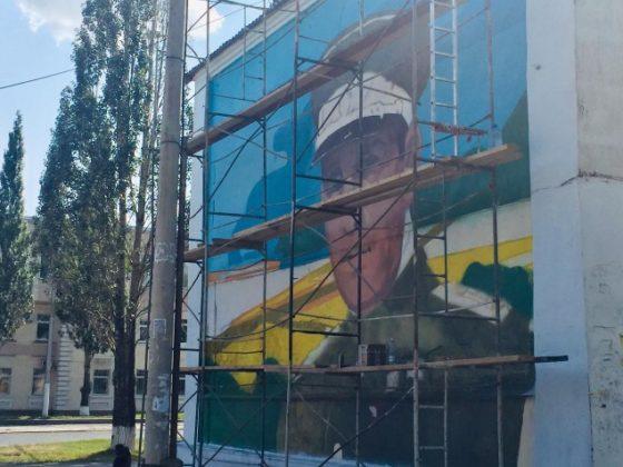 На кемеровских домах появятся портреты Юрия Двужильного и Ивана Черняховского