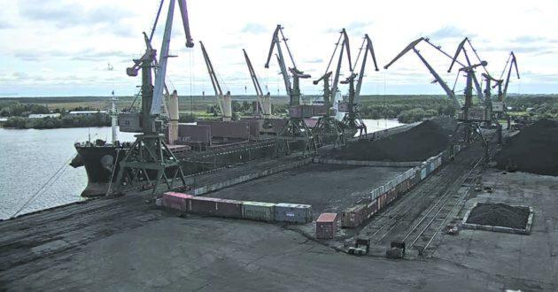 Уголь по морю идет