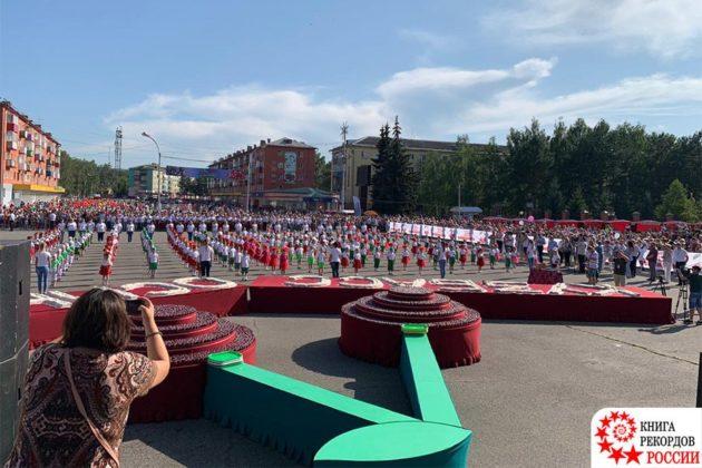 Рулет в тонну весом, испеченный в Кузбассе, зафиксировали в Книге рекордов России