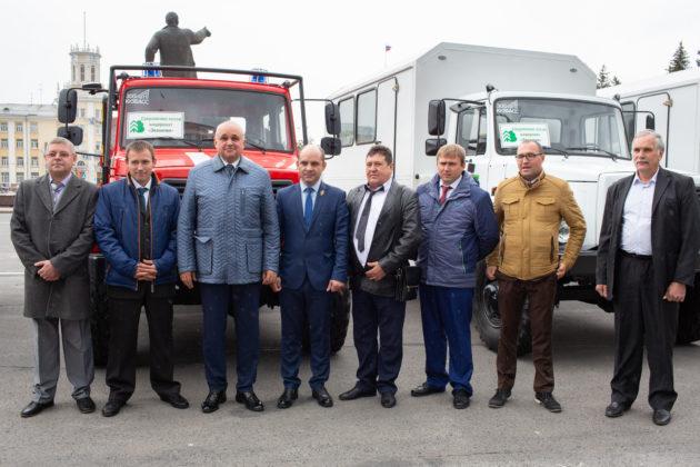 К профессиональному празднику кузбасским лесникам вручили новую технику