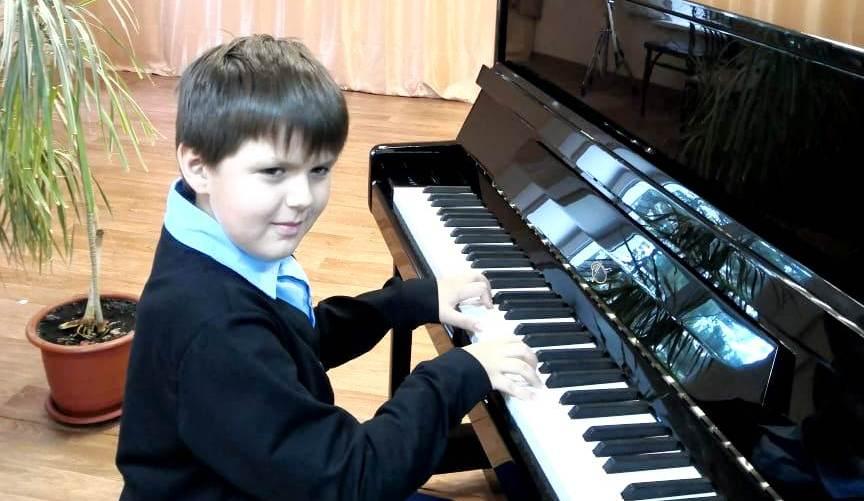 В школы искусств Кузбасса продолжают поступать новые пианино