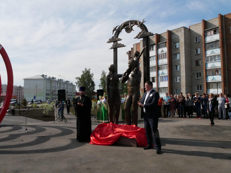 В Топках появился сквер «Любви, семьи и верности»