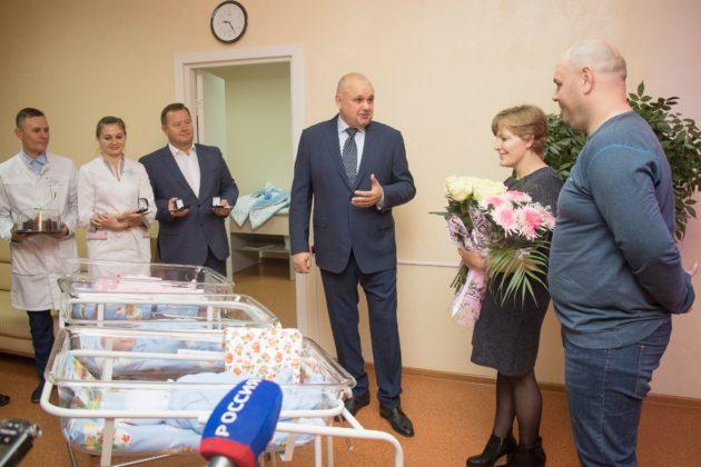 Кузбасская семья враз стала многодетной: у жителей Ленинска-Кузнецкого родилась тройня