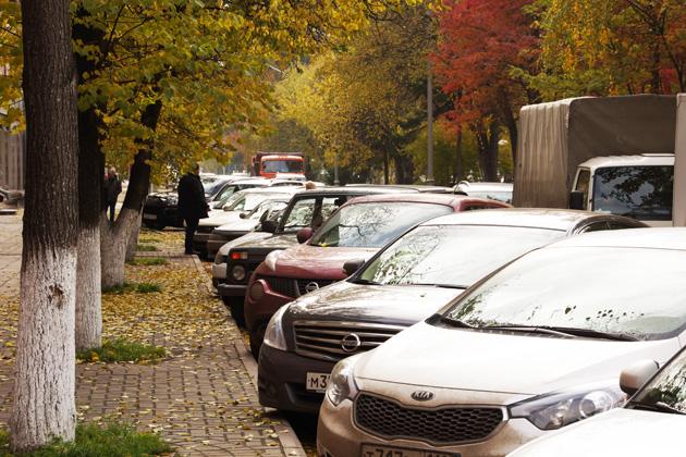 В Кузбассе водят штрафы за парковку на газоне