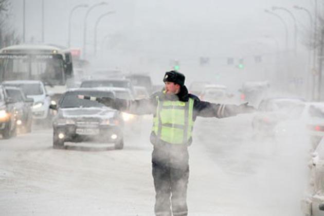 Сотрудники ГАИ призывают участников движения быть осторожнее сегодня на дороге