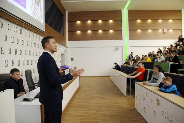 Менеджер Сбербанка прочитал студентам лекцию по финансовой грамотности