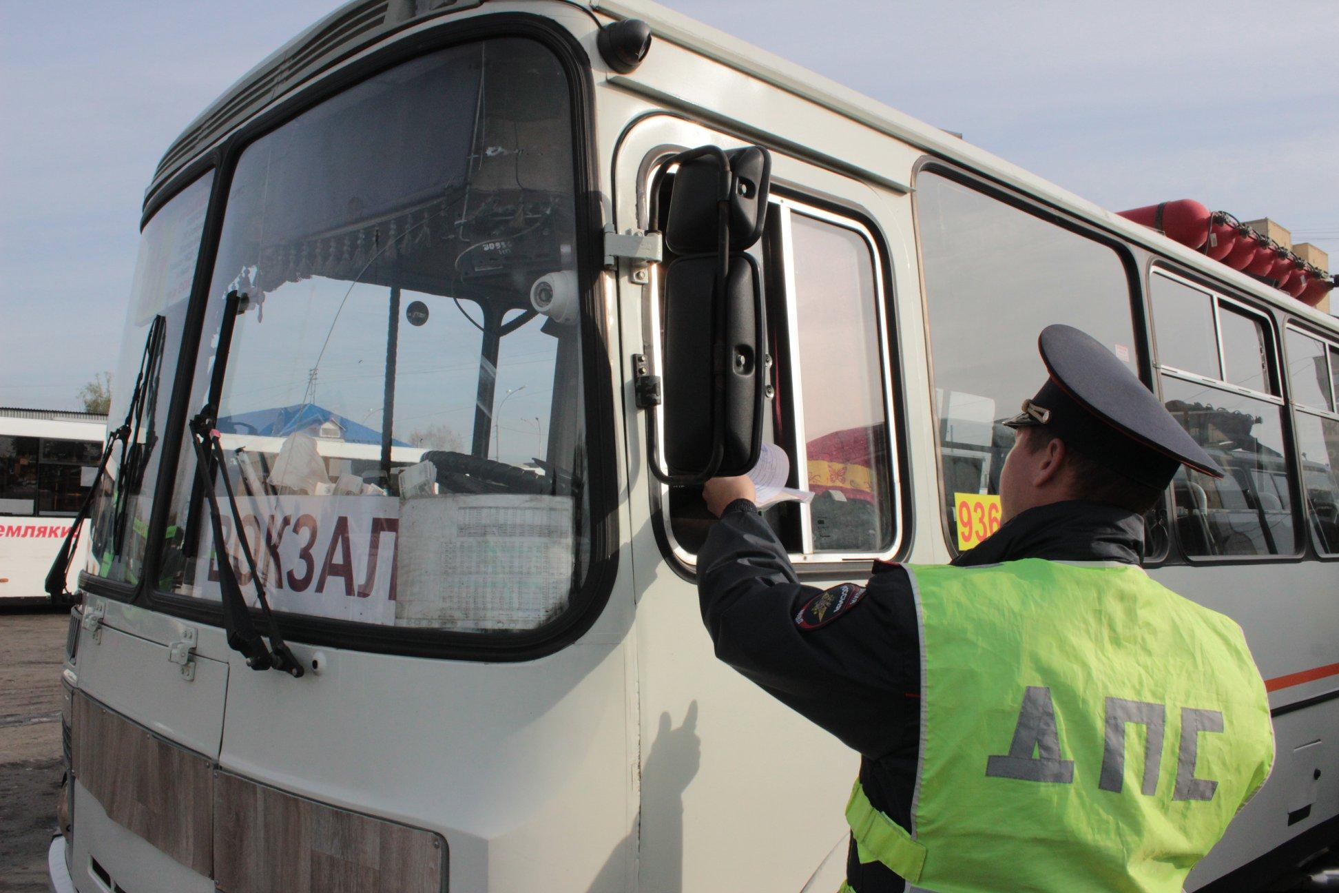 Российским водителям разрешили предъявлять сотрудникам ГИБДД электронный полис ОСАГО