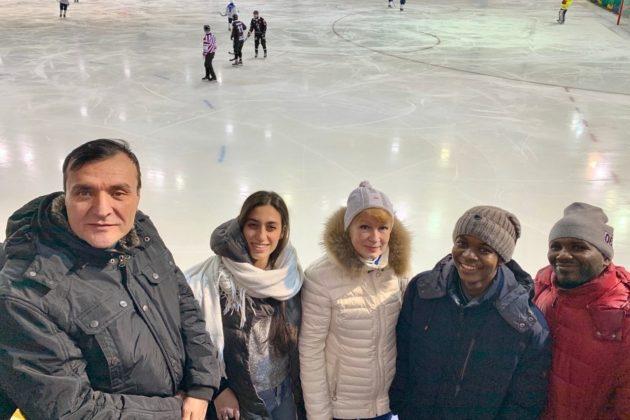 Иностранные студенты учат русский язык и болеют за русский хоккей