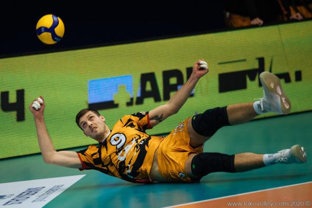 Волейбольный «Кузбасс» проиграл на своей площадке лидеру чемпионата России
