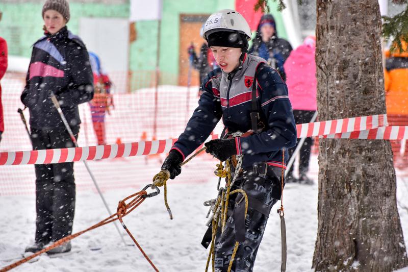 В Кузбассе проходят областные соревнования «Юный спасатель»