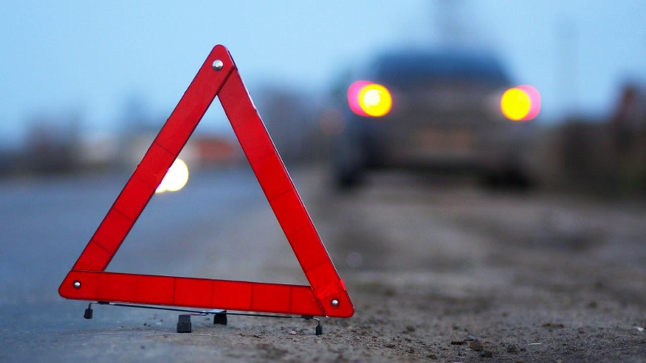 В Кемерове автомобиль «провалился» в дорожную яму