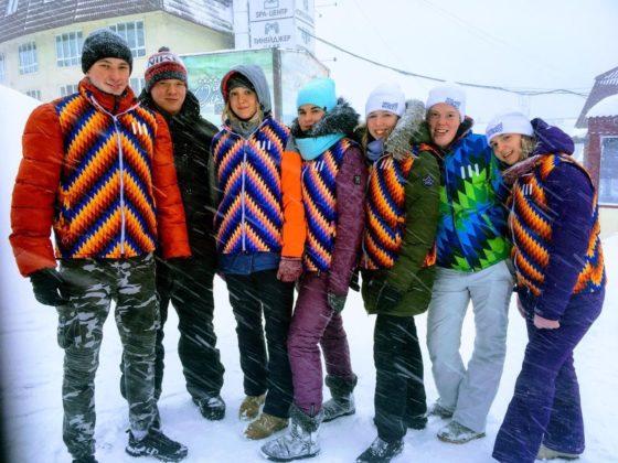 Студенты-волонтёры помогают туристам в Шерегеше