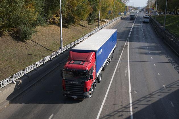 По кемеровским дорогам ограничат движение большегрузов