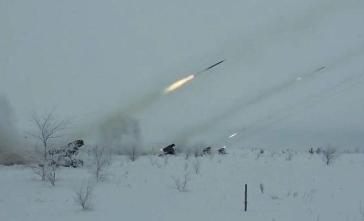Кузбасские военные опубликовали видео испытания системы залпового огня «Град»