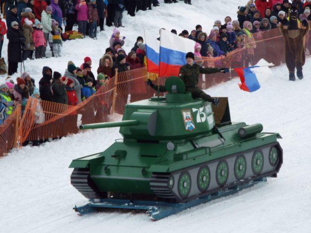 В Калтане с горы спустились танки
