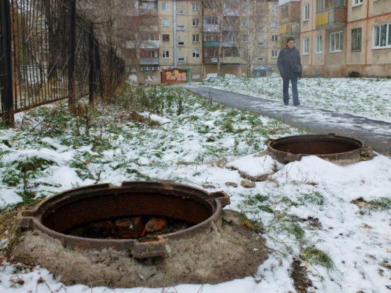 В Новокузнецке участились кражи крышек люков на тепловых сетях
