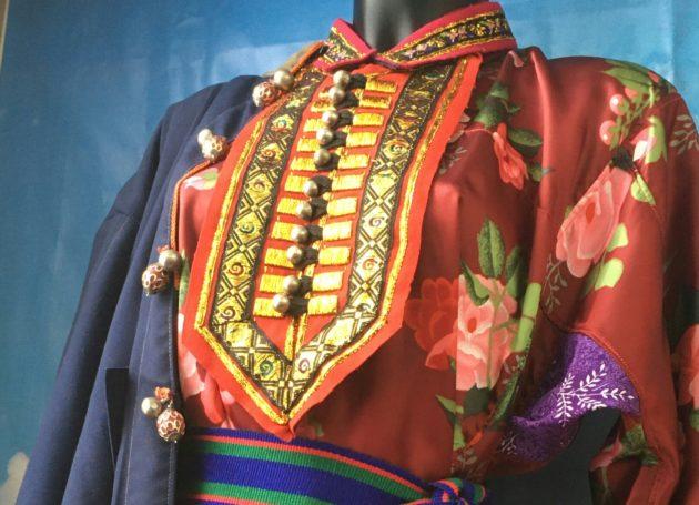 В Кузбассе экспонируются национальные женские наряды русского, телеутского и монгольского народов