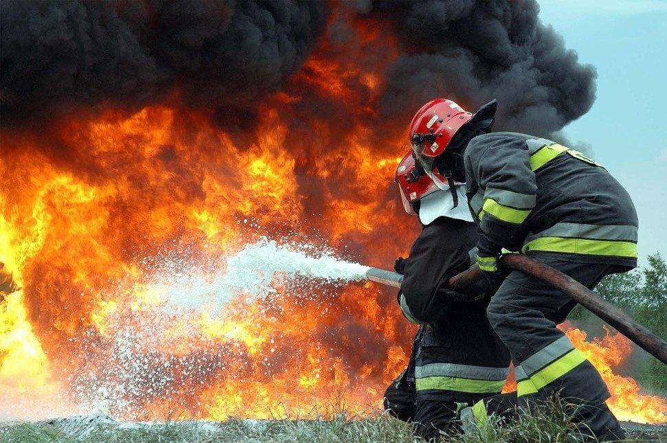 Спасатели потушили пожар в торговом павильоне в Центральном районе Кемерова