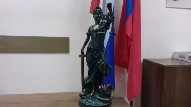 Похитителя пельменей приговорили в Кемерове почти к двум годам лишения свободы