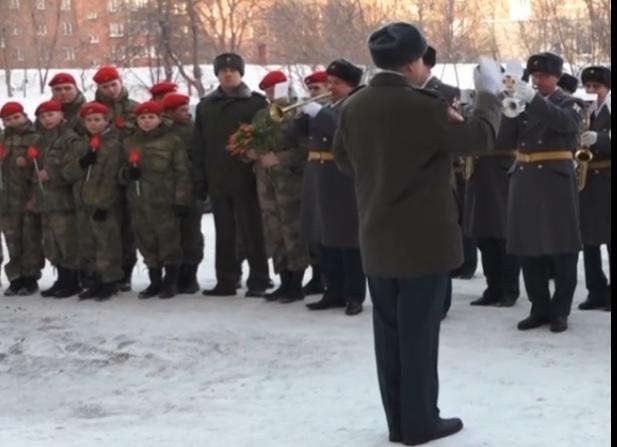 Военный оркестр Росгвардии поздравил с праздником весны кузбасских ветеранов