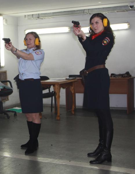 Полицейские Кузбасса выяснили, кто из сотрудниц самый меткий