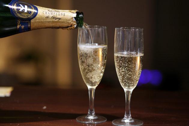 В Яе подросток украл 18 бутылок шампанского