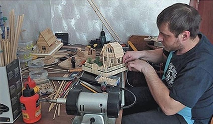 Лучше американских стен Барби: в Кузбассе мастер делает для малышей русские игрушечные дома