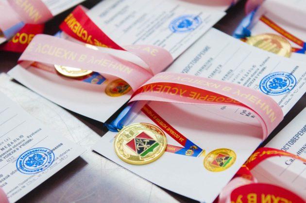В Кузбассе изменят дизайн золотых и серебряных медалей «За особые успехи в учении»