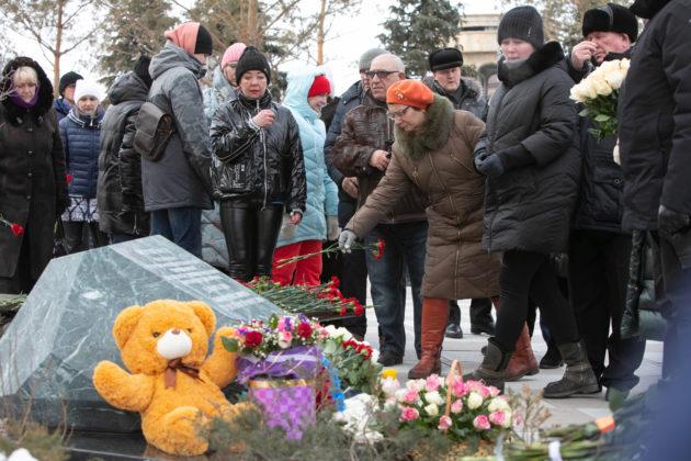 В кемеровском Парке Ангелов прошла панихида по погибшим в «Зимней вишне»