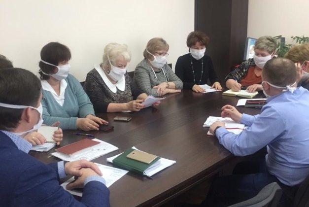 В Междуреченске швеи передали медикам 4000 марлевых масок