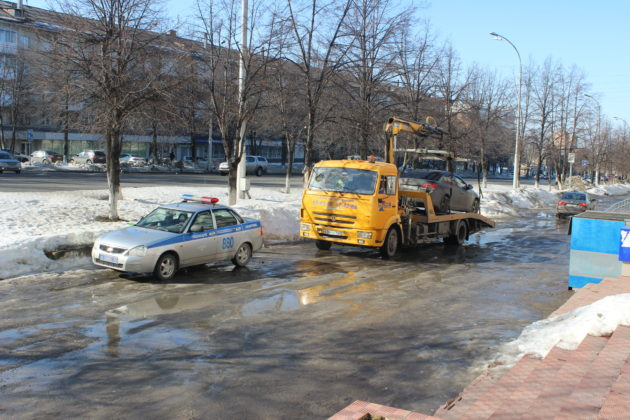 В Кемерове на проспекта Ленина поймали за раз 25 нарушителей парковки