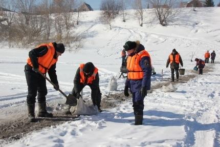 В Кузбассе начали закрывать ледовые переправы