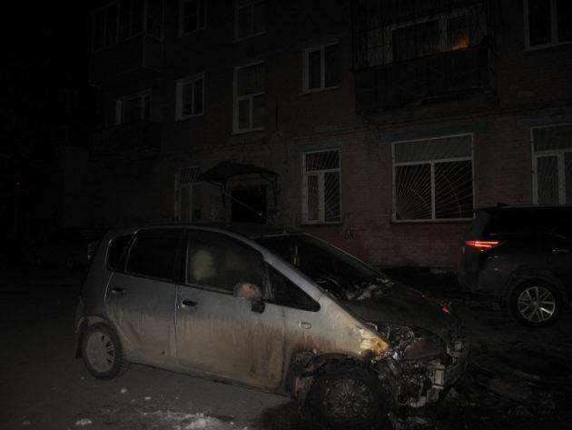 В Прокопьевске местная жительница подожгла иномарку соперницы