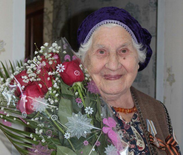 Жительнице Кузбасса официально исполнилось 99 лет, а на самом деле у нее юбилей