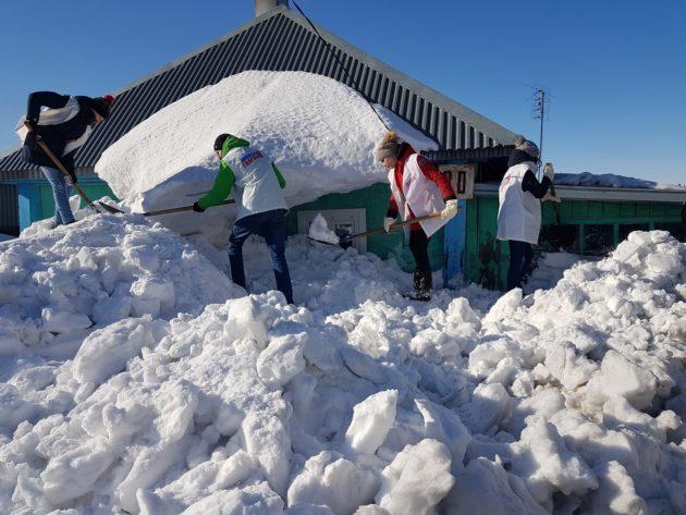 Активисты из Берёзовского победили снежного «монстра»