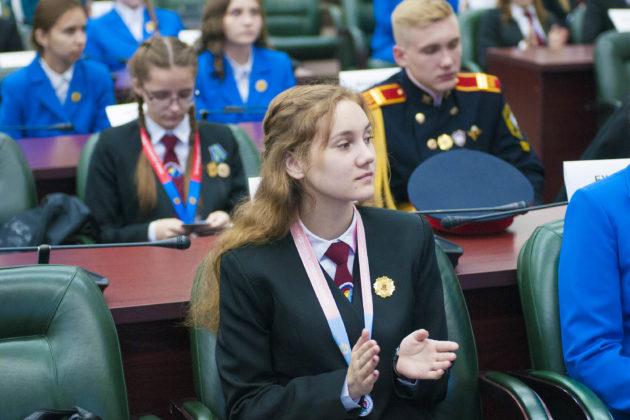 В Кузбассе на золотой знак отличия и фирменную толстовку претендуют 504 выпускника школ