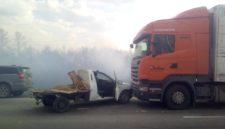 Восемь автомобилей столкнулись на трассе под Ленинском-Кузнецким из-за горящей травы
