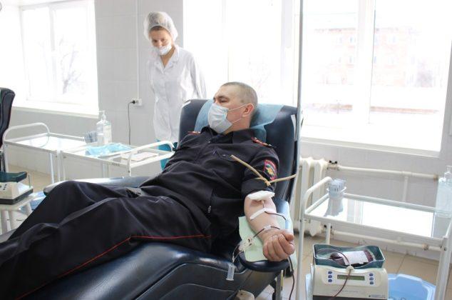 Кузбасские полицйские сдали 14 литров крови