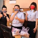 В Новокузнецком районе школьники подарили полицейским защитные маски ручной работы