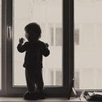 В Междуреченске из окна выпал ребёнок
