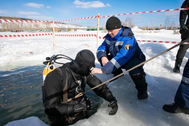 В Кемерове водолазы отработали навыки работы под водой